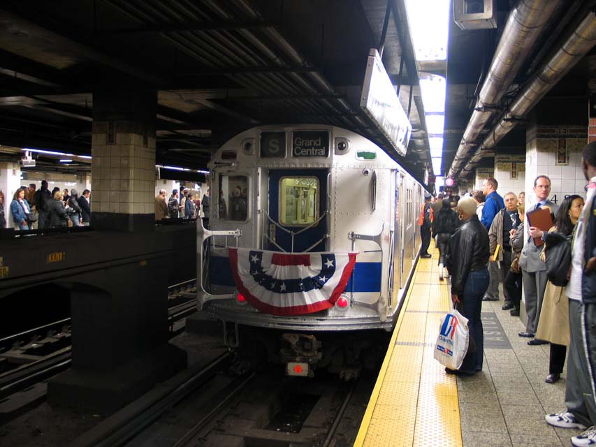 (94k, 853x640)<br><b>Country:</b> United States<br><b>City:</b> New York<br><b>System:</b> New York City Transit<br><b>Line:</b> IRT East Side Line<br><b>Location:</b> Grand Central <br><b>Route:</b> Fan Trip<br><b>Car:</b> R-33 Main Line (St. Louis, 1962-63) 9207 <br><b>Photo by:</b> Michael Pompili<br><b>Date:</b> 10/27/2004<br><b>Viewed (this week/total):</b> 0 / 3196
