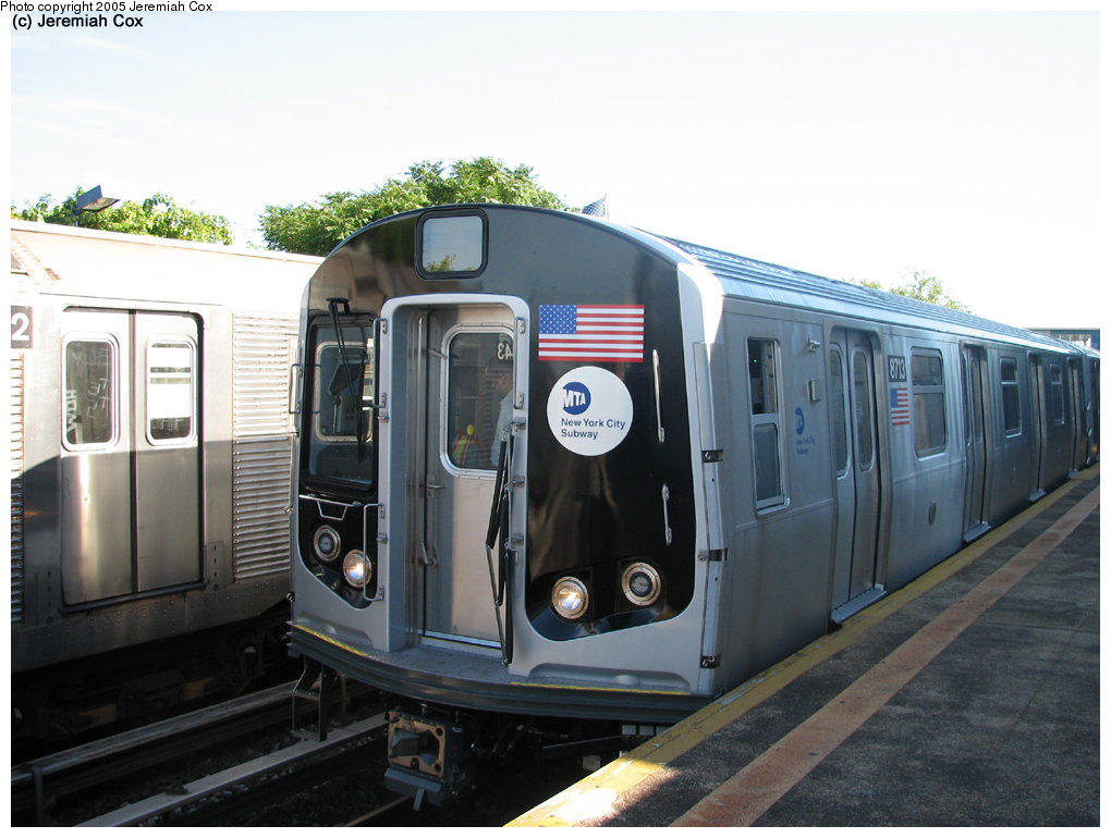 (152k, 1020x770)<br><b>Country:</b> United States<br><b>City:</b> New York<br><b>System:</b> New York City Transit<br><b>Line:</b> IND Rockaway<br><b>Location:</b> Broad Channel <br><b>Car:</b> R-160B (Kawasaki, 2005-2008)  8713 <br><b>Photo by:</b> Jeremiah Cox<br><b>Date:</b> 9/30/2005<br><b>Notes:</b> R160B cars being tested.<br><b>Viewed (this week/total):</b> 2 / 4213