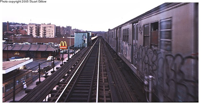 (85k, 814x426)<br><b>Country:</b> United States<br><b>City:</b> New York<br><b>System:</b> New York City Transit<br><b>Line:</b> IRT West Side Line<br><b>Location:</b> 231st Street <br><b>Photo by:</b> Stuart Gitlow<br><b>Notes:</b> 1979-Early 1980s<br><b>Viewed (this week/total):</b> 0 / 1887