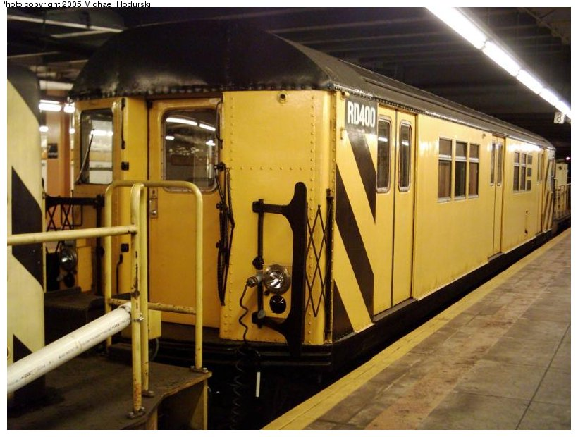 (98k, 820x620)<br><b>Country:</b> United States<br><b>City:</b> New York<br><b>System:</b> New York City Transit<br><b>Line:</b> IND Crosstown Line<br><b>Location:</b> 7th Avenue/Park Slope <br><b>Route:</b> Work Service<br><b>Car:</b> R-161 Rider Car (ex-R-33)  RD400 (ex-8987)<br><b>Photo by:</b> Michael Hodurski<br><b>Date:</b> 9/2004<br><b>Viewed (this week/total):</b> 2 / 2120