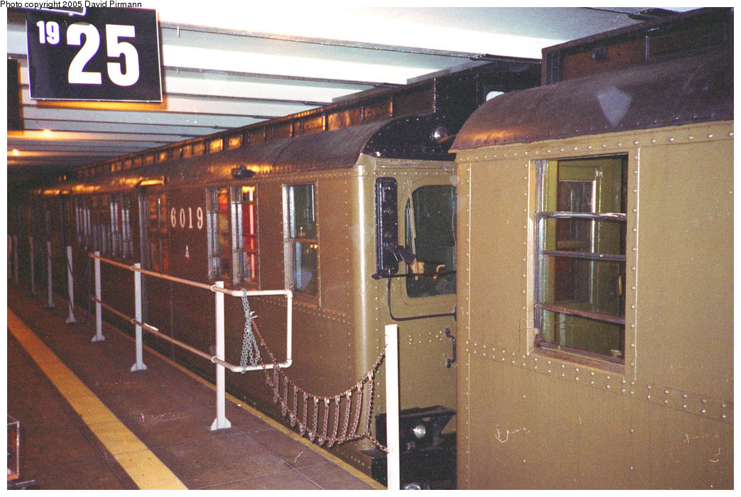 (236k, 1044x700)<br><b>Country:</b> United States<br><b>City:</b> New York<br><b>System:</b> New York City Transit<br><b>Location:</b> New York Transit Museum<br><b>Route:</b> Fan Trip<br><b>Car:</b> BMT D-Type Triplex 6019 <br><b>Photo by:</b> David Pirmann<br><b>Date:</b> 7/23/1995<br><b>Notes:</b> D-type train at museum prior to fantrip.<br><b>Viewed (this week/total):</b> 1 / 2447