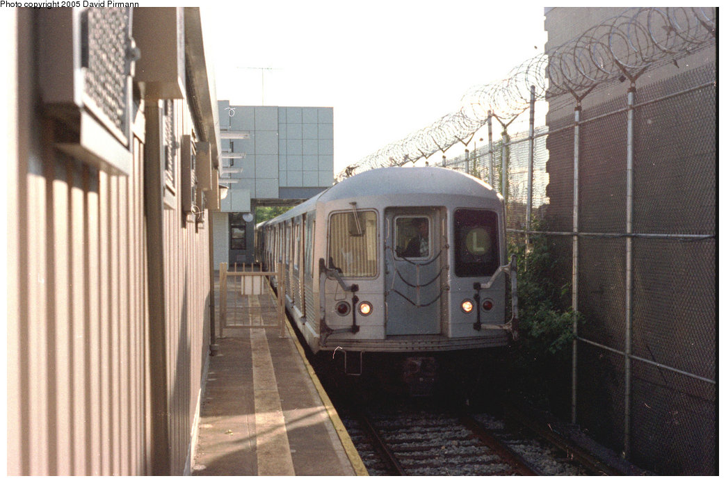 (187k, 1044x695)<br><b>Country:</b> United States<br><b>City:</b> New York<br><b>System:</b> New York City Transit<br><b>Line:</b> BMT Canarsie Line<br><b>Location:</b> Rockaway Parkway <br><b>Route:</b> L<br><b>Car:</b> R-42 (St. Louis, 1969-1970)   <br><b>Photo by:</b> David Pirmann<br><b>Date:</b> 9/24/1995<br><b>Viewed (this week/total):</b> 0 / 2778