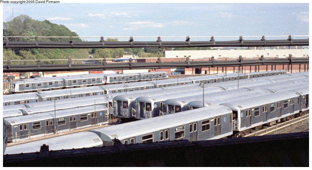 (191k, 1044x568)<br><b>Country:</b> United States<br><b>City:</b> New York<br><b>System:</b> New York City Transit<br><b>Location:</b> East New York Yard/Shops<br><b>Car:</b> R-42 (St. Louis, 1969-1970)  4949 <br><b>Photo by:</b> David Pirmann<br><b>Date:</b> 9/24/1995<br><b>Viewed (this week/total):</b> 0 / 2362