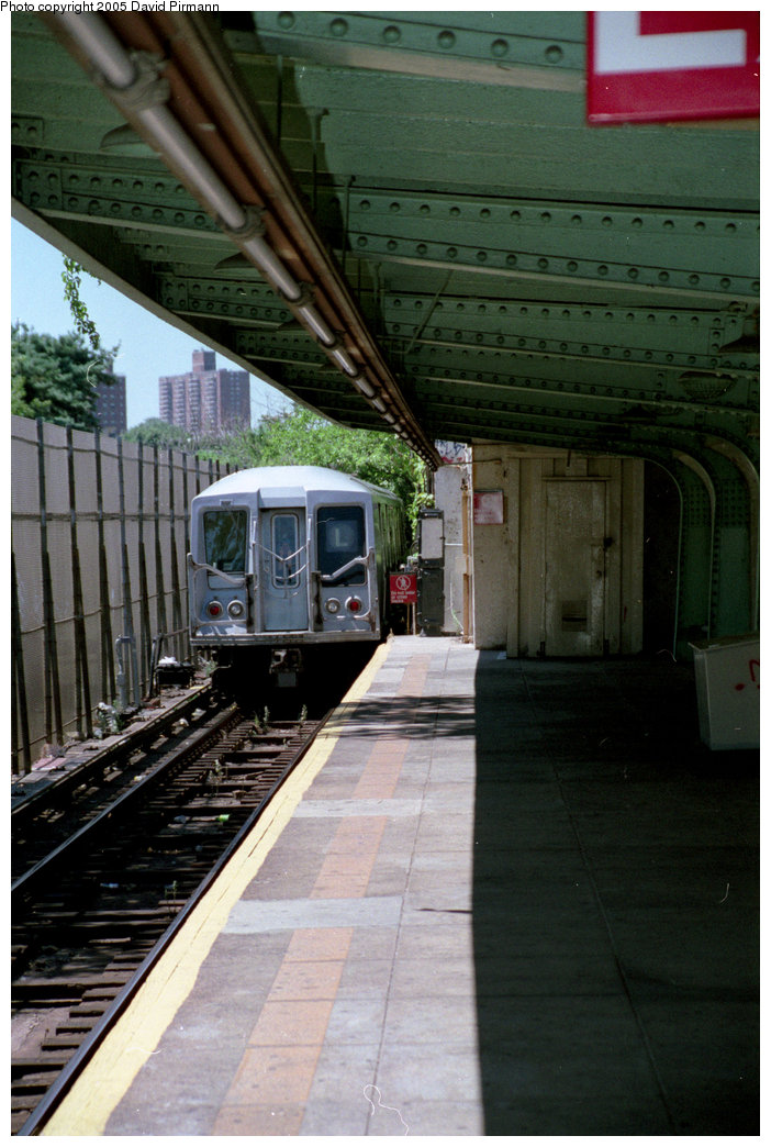 (195k, 702x1044)<br><b>Country:</b> United States<br><b>City:</b> New York<br><b>System:</b> New York City Transit<br><b>Line:</b> BMT Canarsie Line<br><b>Location:</b> Wilson Avenue <br><b>Route:</b> L<br><b>Car:</b> R-40 (St. Louis, 1968)   <br><b>Photo by:</b> David Pirmann<br><b>Date:</b> 8/1/1998<br><b>Viewed (this week/total):</b> 3 / 3486