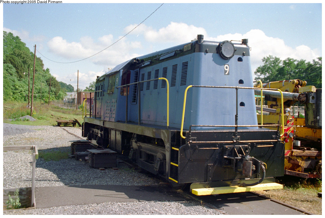 (218k, 1044x701)<br><b>Country:</b> United States<br><b>City:</b> Kingston, NY<br><b>System:</b> Trolley Museum of New York <br><b>Car:</b> Whitcomb Locomotive 9 <br><b>Photo by:</b> David Pirmann<br><b>Date:</b> 8/1996<br><b>Viewed (this week/total):</b> 2 / 2205