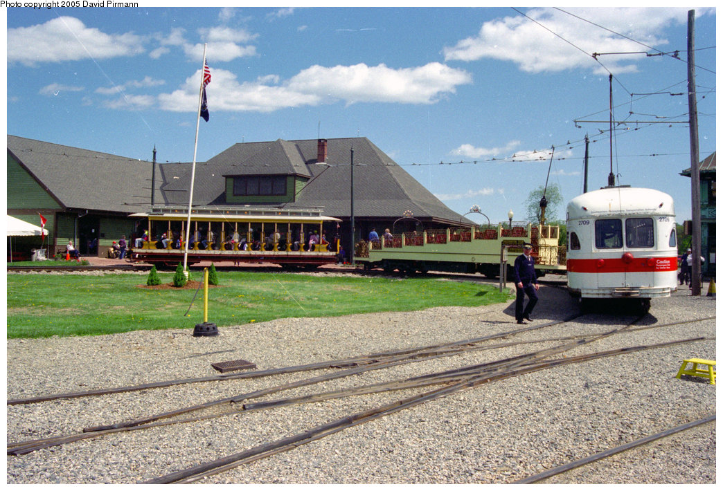 (273k, 1044x710)<br><b>Country:</b> United States<br><b>City:</b> Kennebunk, ME<br><b>System:</b> Seashore Trolley Museum <br><b>Car:</b> PTC/SEPTA Postwar All-electric PCC (St.Louis, 1947)  2709 <br><b>Photo by:</b> David Pirmann<br><b>Date:</b> 5/25/1996<br><b>Viewed (this week/total):</b> 0 / 1392