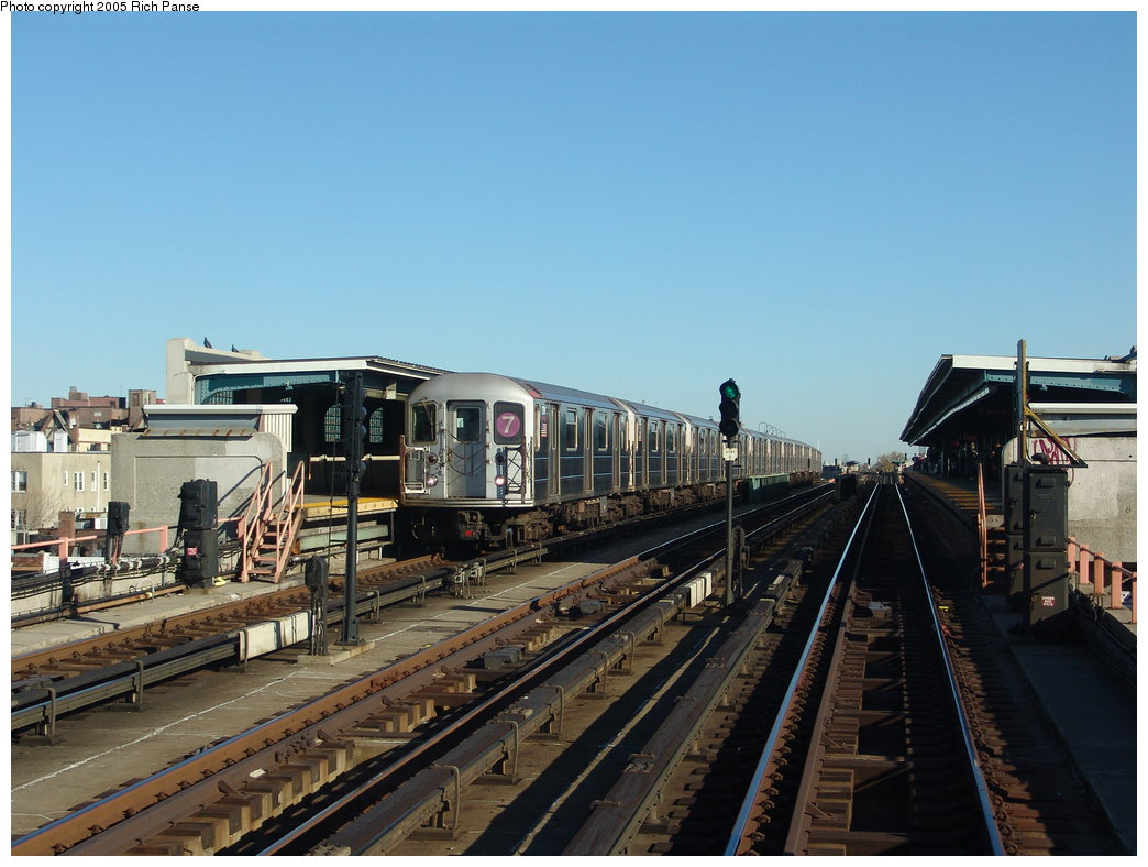(174k, 1044x788)<br><b>Country:</b> United States<br><b>City:</b> New York<br><b>System:</b> New York City Transit<br><b>Line:</b> IRT Flushing Line<br><b>Location:</b> 40th Street/Lowery Street <br><b>Route:</b> 7<br><b>Car:</b> R-62A (Bombardier, 1984-1987)  1791 <br><b>Photo by:</b> Richard Panse<br><b>Date:</b> 11/14/2005<br><b>Viewed (this week/total):</b> 5 / 2009