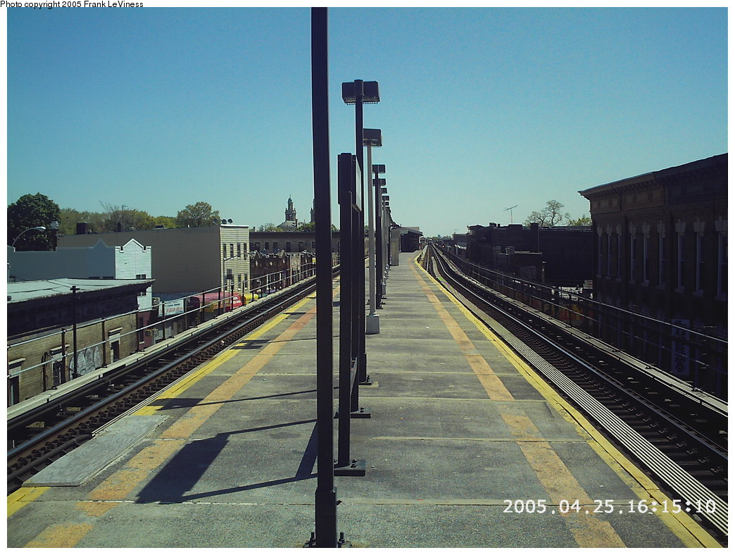 (206k, 1044x788)<br><b>Country:</b> United States<br><b>City:</b> New York<br><b>System:</b> New York City Transit<br><b>Line:</b> BMT Nassau Street/Jamaica Line<br><b>Location:</b> Norwood Avenue <br><b>Photo by:</b> Frank LeViness<br><b>Date:</b> 4/25/2005<br><b>Notes:</b> Platform looking east.<br><b>Viewed (this week/total):</b> 1 / 1943