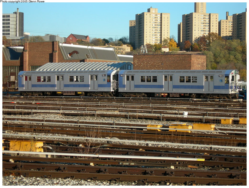 (299k, 1044x788)<br><b>Country:</b> United States<br><b>City:</b> New York<br><b>System:</b> New York City Transit<br><b>Location:</b> 207th Street Yard<br><b>Car:</b> R-33 Main Line (St. Louis, 1962-63) 9011/9010 <br><b>Photo by:</b> Glenn L. Rowe<br><b>Date:</b> 11/17/2005<br><b>Viewed (this week/total):</b> 1 / 3570