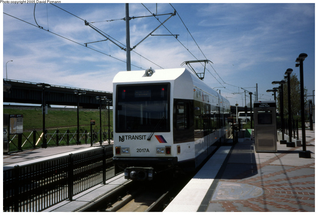 (172k, 1044x707)<br><b>Country:</b> United States<br><b>City:</b> Jersey City, NJ<br><b>System:</b> Hudson Bergen Light Rail<br><b>Location:</b> Liberty State Park <br><b>Car:</b> NJT-HBLR LRV (Kinki-Sharyo, 1998-99)  2017 <br><b>Photo by:</b> David Pirmann<br><b>Date:</b> 4/29/2000<br><b>Viewed (this week/total):</b> 0 / 1209