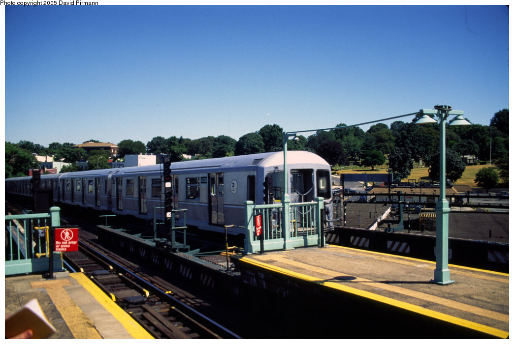 (178k, 1044x700)<br><b>Country:</b> United States<br><b>City:</b> New York<br><b>System:</b> New York City Transit<br><b>Line:</b> BMT Canarsie Line<br><b>Location:</b> Broadway Junction <br><b>Route:</b> L<br><b>Car:</b> R-40M (St. Louis, 1969)  4538 <br><b>Photo by:</b> David Pirmann<br><b>Date:</b> 4/30/1999<br><b>Viewed (this week/total):</b> 0 / 2605