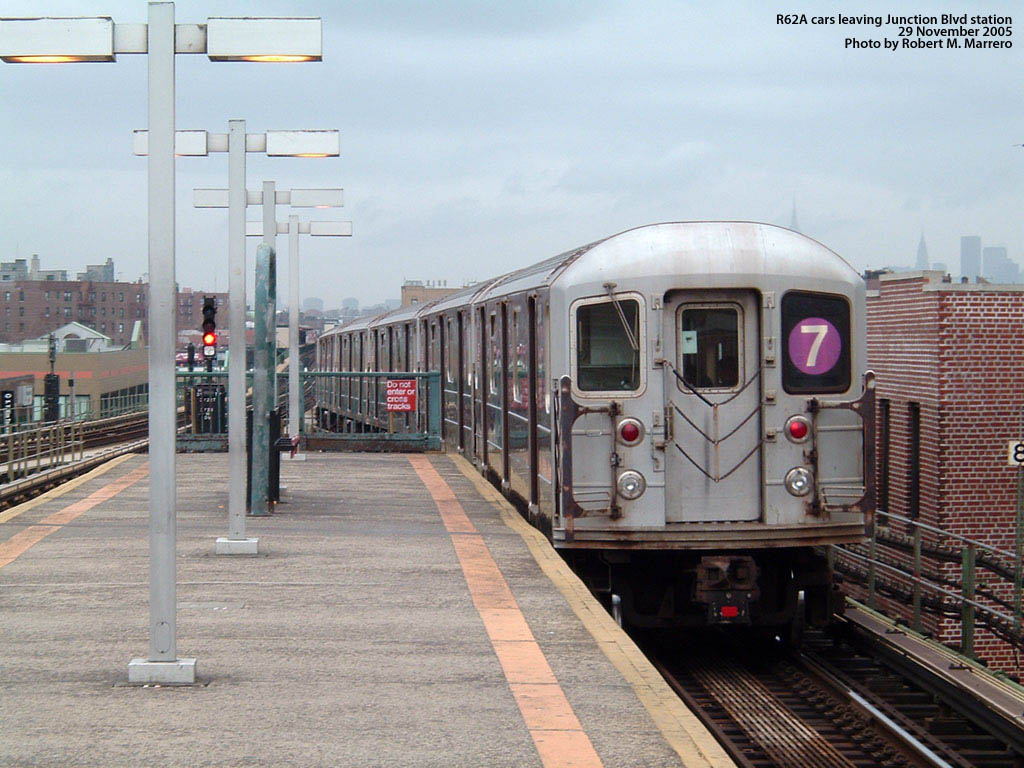 (183k, 1024x768)<br><b>Country:</b> United States<br><b>City:</b> New York<br><b>System:</b> New York City Transit<br><b>Line:</b> IRT Flushing Line<br><b>Location:</b> Junction Boulevard <br><b>Car:</b> R-62A (Bombardier, 1984-1987)   <br><b>Photo by:</b> Robert Marrero<br><b>Date:</b> 11/29/2005<br><b>Viewed (this week/total):</b> 4 / 2179