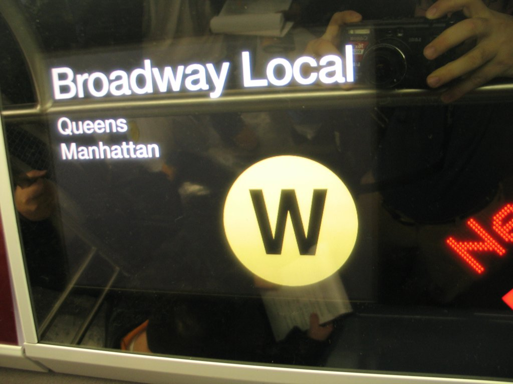 (93k, 1024x768)<br><b>Country:</b> United States<br><b>City:</b> New York<br><b>System:</b> New York City Transit<br><b>Line:</b> IND Fulton Street Line<br><b>Location:</b> Hoyt-Schermerhorn Street <br><b>Car:</b> R-160B (Kawasaki, 2005-2008)  8713 <br><b>Photo by:</b> Brian Weinberg<br><b>Date:</b> 11/29/2005<br><b>Notes:</b> The FIND (Flexible Information and Notice Display) LCD screen that is capable of showing still images and video.<br><b>Viewed (this week/total):</b> 1 / 6617