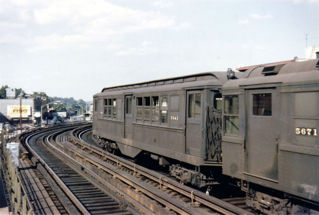 (153k, 1024x692)<br><b>Country:</b> United States<br><b>City:</b> New York<br><b>System:</b> New York City Transit<br><b>Line:</b> 3rd Avenue El<br><b>Location:</b> 210th Street <br><b>Car:</b> Low-V 5641 <br><b>Photo by:</b> Herbert P. Maruska<br><b>Date:</b> 9/1964<br><b>Viewed (this week/total):</b> 0 / 2359