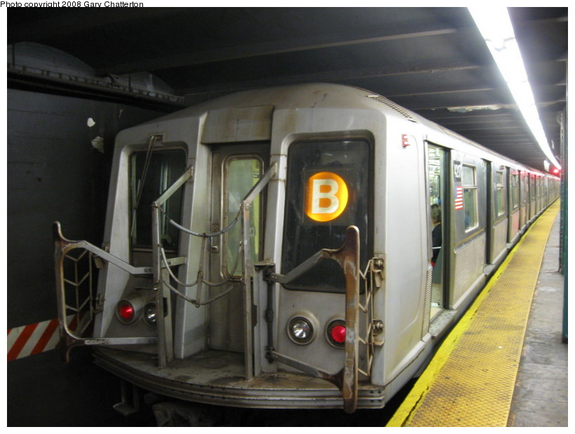 (118k, 820x620)<br><b>Country:</b> United States<br><b>City:</b> New York<br><b>System:</b> New York City Transit<br><b>Line:</b> IND 6th Avenue Line<br><b>Location:</b> West 4th Street/Washington Square <br><b>Route:</b> B<br><b>Car:</b> R-40 (St. Louis, 1968)  4217 <br><b>Photo by:</b> Gary Chatterton<br><b>Date:</b> 10/2/2008<br><b>Viewed (this week/total):</b> 2 / 954