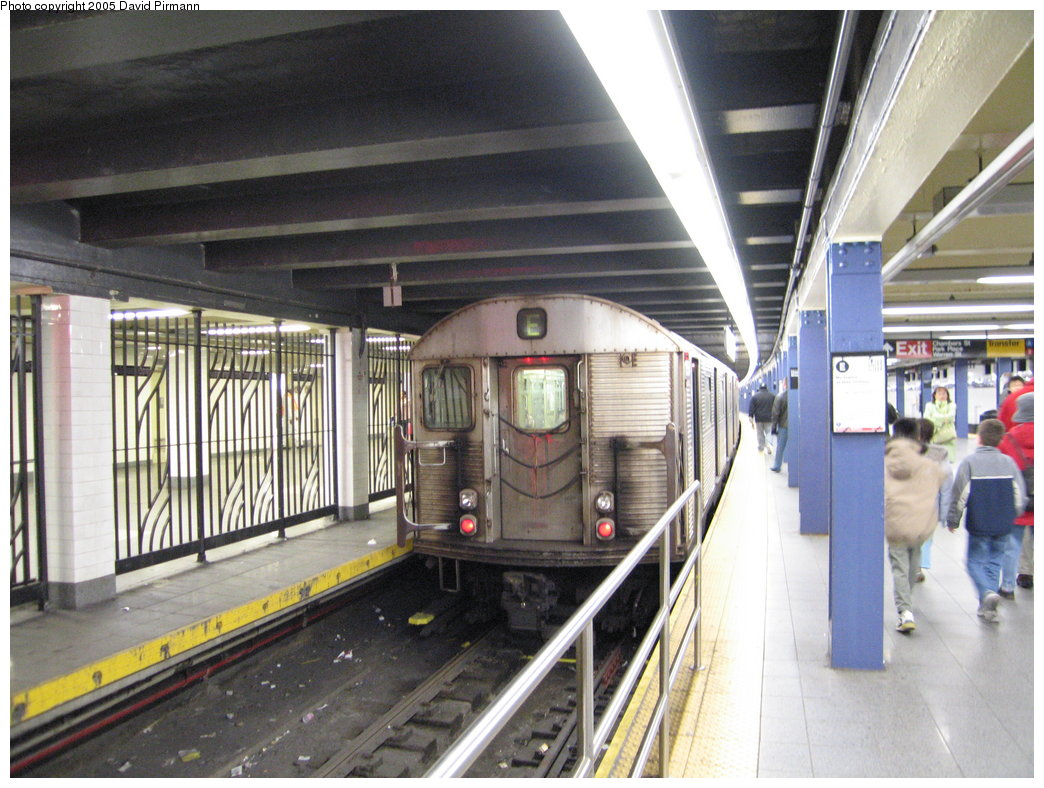 (194k, 1044x788)<br><b>Country:</b> United States<br><b>City:</b> New York<br><b>System:</b> New York City Transit<br><b>Line:</b> IND 8th Avenue Line<br><b>Location:</b> Chambers Street/World Trade Center <br><b>Route:</b> E<br><b>Car:</b> R-32 (Budd, 1964)  3554 <br><b>Photo by:</b> David Pirmann<br><b>Date:</b> 12/30/2005<br><b>Viewed (this week/total):</b> 4 / 3869