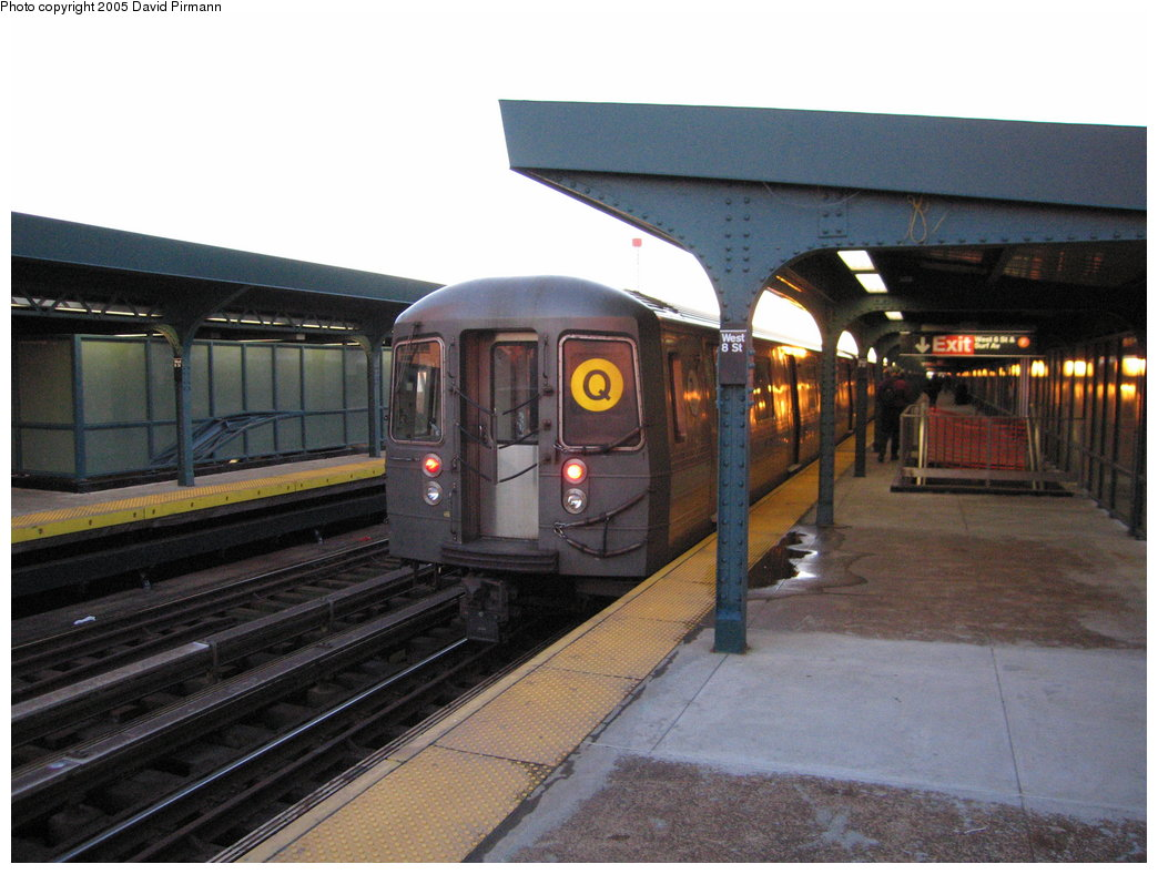 (163k, 1044x788)<br><b>Country:</b> United States<br><b>City:</b> New York<br><b>System:</b> New York City Transit<br><b>Line:</b> BMT Brighton Line<br><b>Location:</b> West 8th Street <br><b>Route:</b> Q<br><b>Car:</b> R-68/R-68A Series (Number Unknown)  <br><b>Photo by:</b> David Pirmann<br><b>Date:</b> 12/30/2005<br><b>Viewed (this week/total):</b> 0 / 1986