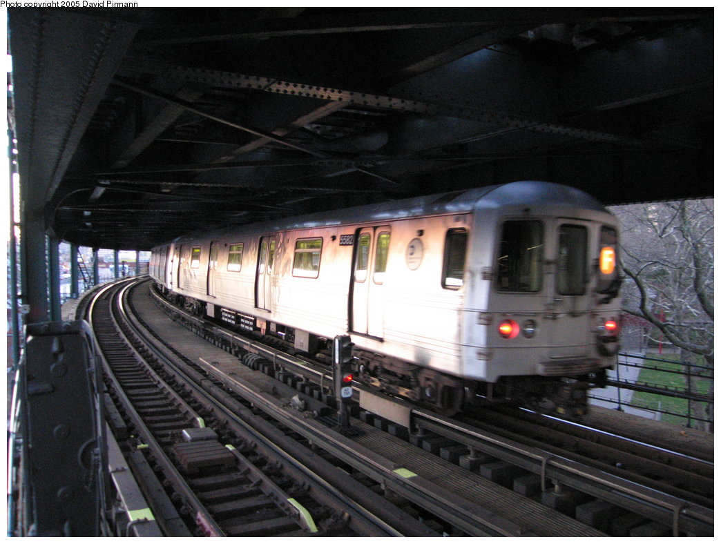 (178k, 1044x788)<br><b>Country:</b> United States<br><b>City:</b> New York<br><b>System:</b> New York City Transit<br><b>Line:</b> BMT Culver Line<br><b>Location:</b> West 8th Street <br><b>Route:</b> F<br><b>Car:</b> R-46 (Pullman-Standard, 1974-75) 5582 <br><b>Photo by:</b> David Pirmann<br><b>Date:</b> 12/30/2005<br><b>Viewed (this week/total):</b> 1 / 2637