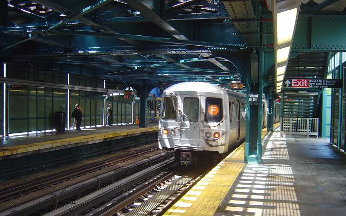 (74k, 674x421)<br><b>Country:</b> United States<br><b>City:</b> New York<br><b>System:</b> New York City Transit<br><b>Line:</b> BMT Culver Line<br><b>Location:</b> West 8th Street <br><b>Route:</b> F<br><b>Car:</b> R-46 (Pullman-Standard, 1974-75)  <br><b>Photo by:</b> Phillip Lee<br><b>Date:</b> 6/28/2005<br><b>Viewed (this week/total):</b> 1 / 2789