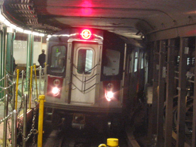(60k, 640x480)<br><b>Country:</b> United States<br><b>City:</b> New York<br><b>System:</b> New York City Transit<br><b>Line:</b> IRT West Side Line<br><b>Location:</b> South Ferry (Outer Loop Station) <br><b>Car:</b> R-142 or R-142A (Number Unknown)  <br><b>Photo by:</b> Oren H.<br><b>Date:</b> 10/9/2005<br><b>Notes:</b> Construction reroute had 2/5 trains stopping at South Ferry.<br><b>Viewed (this week/total):</b> 3 / 10519