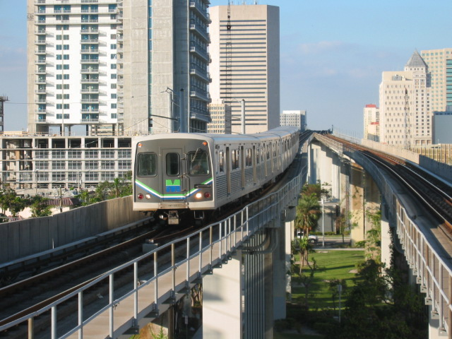 (134k, 640x480)<br><b>Country:</b> United States<br><b>City:</b> Miami, FL<br><b>System:</b> Miami Metrorail<br><b>Location:</b> Brickell <br><b>Car:</b>  118 <br><b>Photo by:</b> Oren H.<br><b>Date:</b> 12/28/2005<br><b>Viewed (this week/total):</b> 6 / 3103