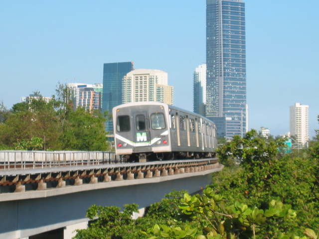 (111k, 640x480)<br><b>Country:</b> United States<br><b>City:</b> Miami, FL<br><b>System:</b> Miami Metrorail<br><b>Location:</b> Vizcaya <br><b>Car:</b>  202 <br><b>Photo by:</b> Oren H.<br><b>Date:</b> 12/28/2005<br><b>Viewed (this week/total):</b> 3 / 2581