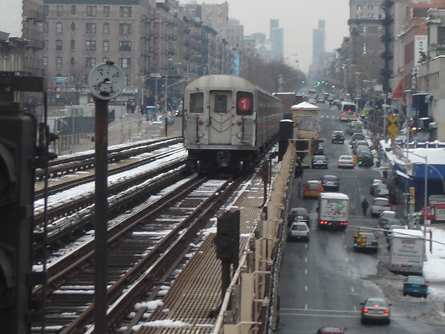 (145k, 640x480)<br><b>Country:</b> United States<br><b>City:</b> New York<br><b>System:</b> New York City Transit<br><b>Line:</b> IRT West Side Line<br><b>Location:</b> 125th Street <br><b>Route:</b> 1<br><b>Car:</b> R-62A (Bombardier, 1984-1987)   <br><b>Photo by:</b> DeAndre Burrell<br><b>Date:</b> 12/11/2005<br><b>Viewed (this week/total):</b> 0 / 4259