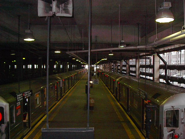 (102k, 640x480)<br><b>Country:</b> United States<br><b>City:</b> New York<br><b>System:</b> New York City Transit<br><b>Line:</b> IRT Lenox Line<br><b>Location:</b> 148th Street/Lenox Terminal <br><b>Photo by:</b> Bruce Fedow<br><b>Date:</b> 1/19/2006<br><b>Viewed (this week/total):</b> 6 / 5641