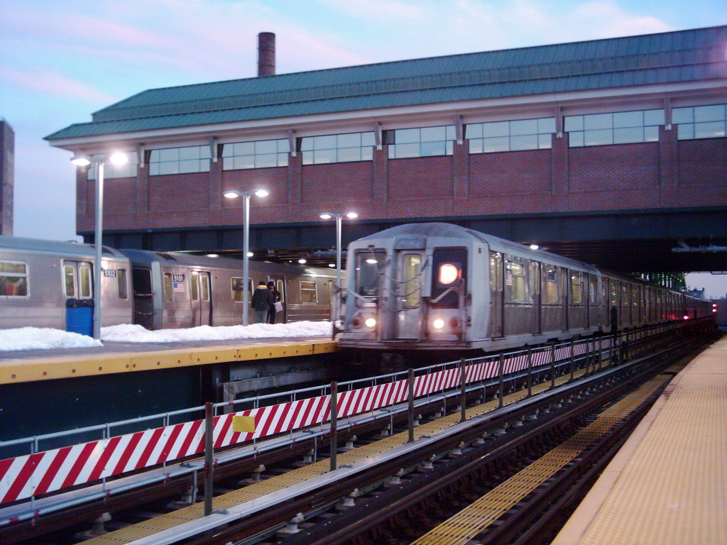 (263k, 1024x768)<br><b>Country:</b> United States<br><b>City:</b> New York<br><b>System:</b> New York City Transit<br><b>Location:</b> Coney Island/Stillwell Avenue<br><b>Route:</b> B<br><b>Car:</b> R-40 (St. Louis, 1968)  4282 <br><b>Photo by:</b> Michael Hodurski<br><b>Date:</b> 1/2005<br><b>Viewed (this week/total):</b> 0 / 2865