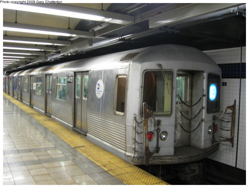 (123k, 820x620)<br><b>Country:</b> United States<br><b>City:</b> New York<br><b>System:</b> New York City Transit<br><b>Line:</b> IND 8th Avenue Line<br><b>Location:</b> Canal Street-Holland Tunnel <br><b>Route:</b> E<br><b>Car:</b> R-42 (St. Louis, 1969-1970)  4615 <br><b>Photo by:</b> Gary Chatterton<br><b>Date:</b> 10/2/2008<br><b>Viewed (this week/total):</b> 2 / 1782
