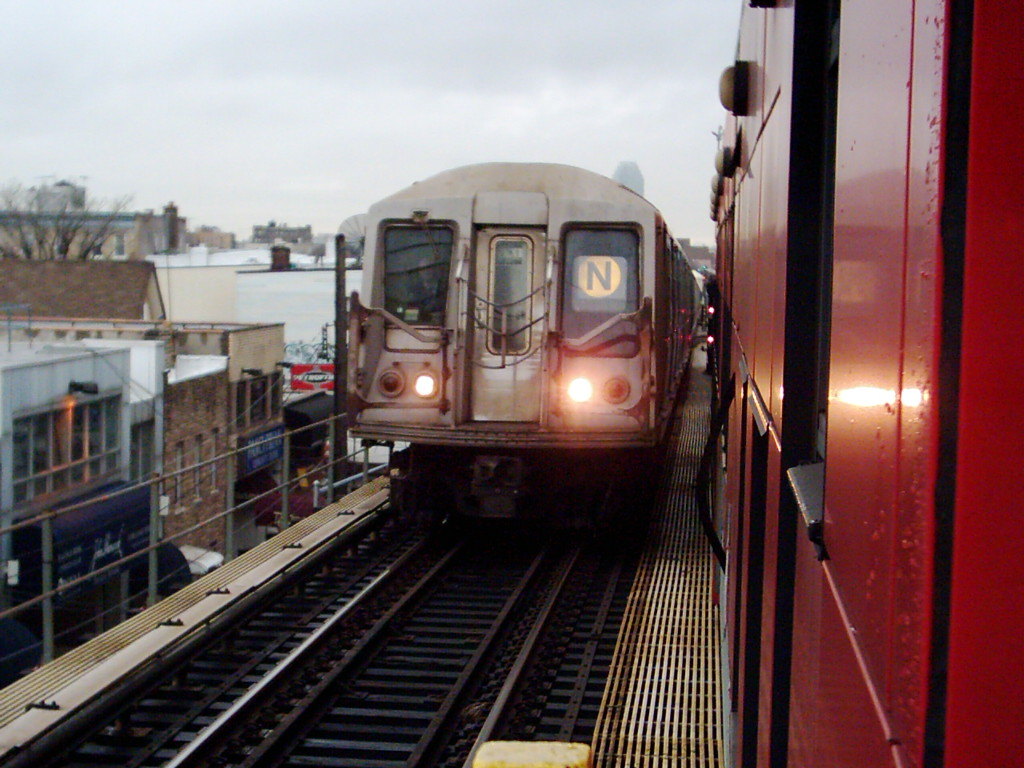 (208k, 1024x768)<br><b>Country:</b> United States<br><b>City:</b> New York<br><b>System:</b> New York City Transit<br><b>Line:</b> BMT Astoria Line<br><b>Location:</b> Ditmars Boulevard <br><b>Route:</b> N<br><b>Car:</b> R-40 (St. Louis, 1968)   <br><b>Photo by:</b> Michael Hodurski<br><b>Date:</b> 1/14/2006<br><b>Viewed (this week/total):</b> 2 / 2951
