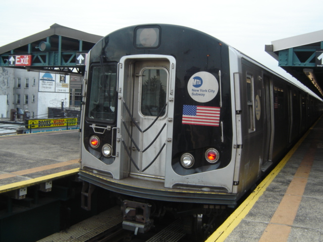 (156k, 640x480)<br><b>Country:</b> United States<br><b>City:</b> New York<br><b>System:</b> New York City Transit<br><b>Line:</b> BMT West End Line<br><b>Location:</b> Bay Parkway <br><b>Car:</b> R-143 (Kawasaki, 2001-2002)  <br><b>Photo by:</b> DeAndre Burrell<br><b>Date:</b> 1/17/2006<br><b>Notes:</b> R143 train testing, at Bay Parkway.<br><b>Viewed (this week/total):</b> 0 / 4107