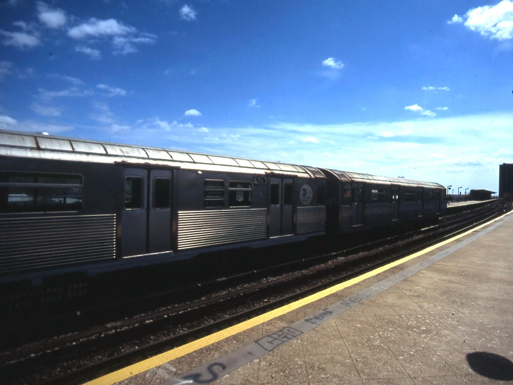 (108k, 1024x768)<br><b>Country:</b> United States<br><b>City:</b> New York<br><b>System:</b> New York City Transit<br><b>Line:</b> IND Rockaway<br><b>Location:</b> Beach 25th Street/Wavecrest <br><b>Route:</b> A<br><b>Car:</b> R-38 (St. Louis, 1966-1967)  4067 <br><b>Photo by:</b> Mike Jiran<br><b>Date:</b> 4/2005<br><b>Viewed (this week/total):</b> 2 / 2577