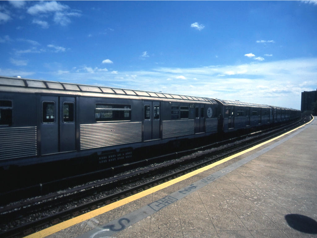 (121k, 1024x768)<br><b>Country:</b> United States<br><b>City:</b> New York<br><b>System:</b> New York City Transit<br><b>Line:</b> IND Rockaway<br><b>Location:</b> Beach 25th Street/Wavecrest <br><b>Route:</b> A<br><b>Car:</b> R-38 (St. Louis, 1966-1967)  4117 <br><b>Photo by:</b> Mike Jiran<br><b>Date:</b> 4/2005<br><b>Viewed (this week/total):</b> 4 / 2632
