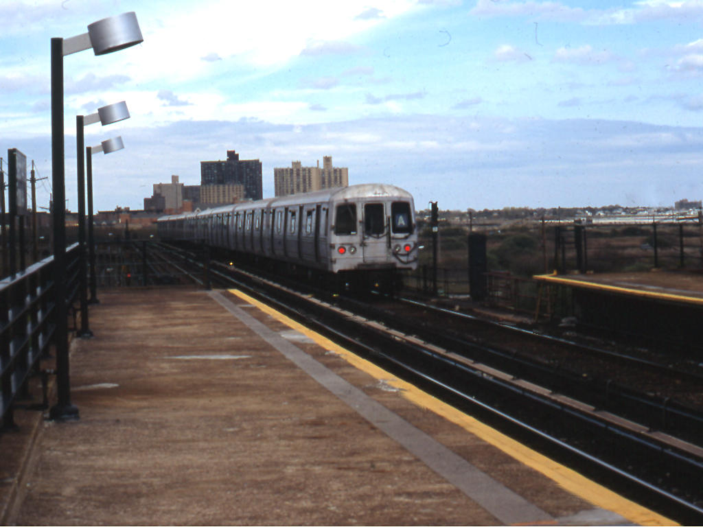 (110k, 1024x768)<br><b>Country:</b> United States<br><b>City:</b> New York<br><b>System:</b> New York City Transit<br><b>Line:</b> IND Rockaway<br><b>Location:</b> Beach 44th Street/Frank Avenue <br><b>Route:</b> A<br><b>Car:</b> R-44 (St. Louis, 1971-73)  <br><b>Photo by:</b> Mike Jiran<br><b>Date:</b> 4/2005<br><b>Viewed (this week/total):</b> 3 / 2381