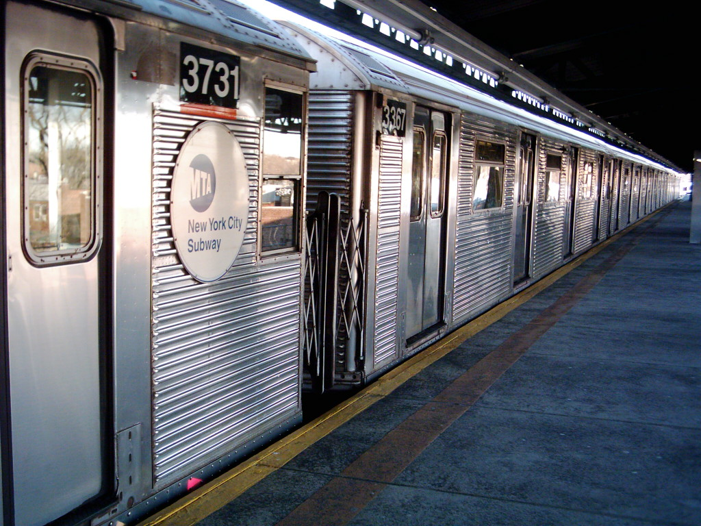 (288k, 1024x768)<br><b>Country:</b> United States<br><b>City:</b> New York<br><b>System:</b> New York City Transit<br><b>Line:</b> BMT Culver Line<br><b>Location:</b> Kings Highway <br><b>Route:</b> F<br><b>Car:</b> R-32 (Budd, 1964)  3367 <br><b>Photo by:</b> Michael Hodurski<br><b>Date:</b> 1/26/2006<br><b>Viewed (this week/total):</b> 1 / 2984