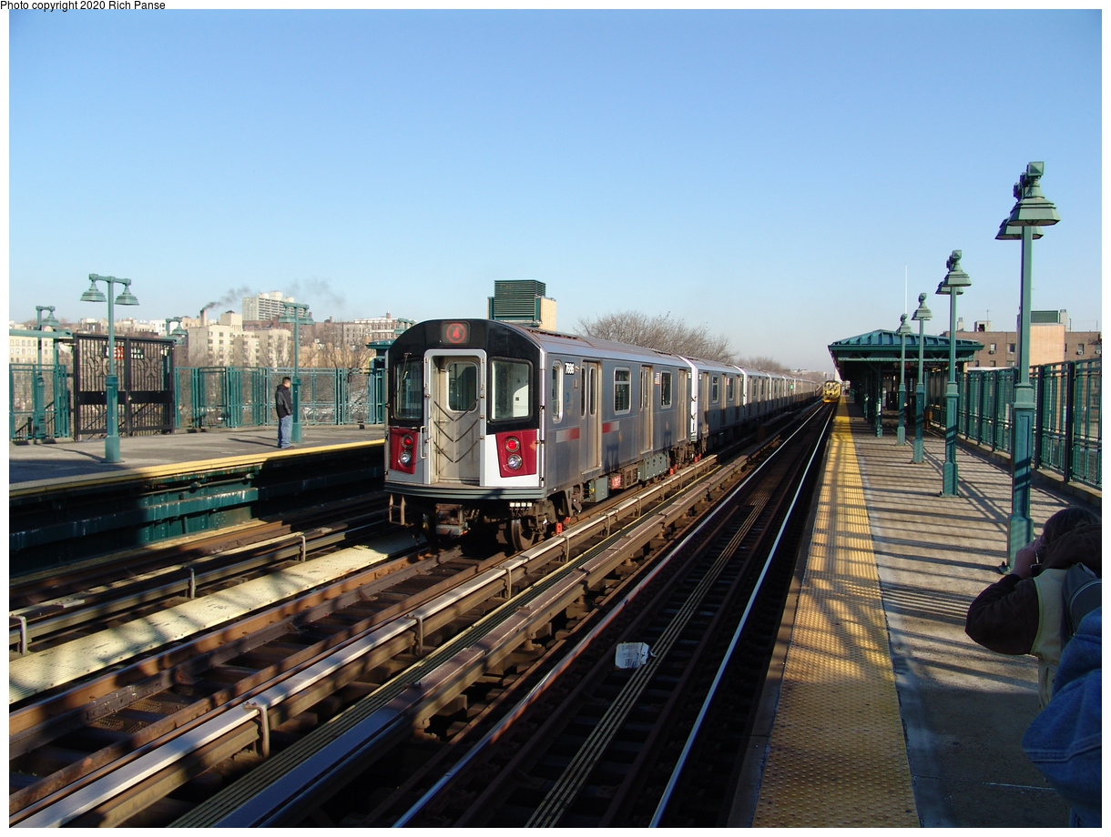 (213k, 1044x711)<br><b>Country:</b> United States<br><b>City:</b> New York<br><b>System:</b> New York City Transit<br><b>Line:</b> IRT Woodlawn Line<br><b>Location:</b> 161st Street/River Avenue (Yankee Stadium) <br><b>Route:</b> 4<br><b>Car:</b> R-142A (Option Order, Kawasaki, 2002-2003)  7686 <br><b>Photo by:</b> Richard Panse<br><b>Date:</b> 1/24/2006<br><b>Viewed (this week/total):</b> 1 / 3000