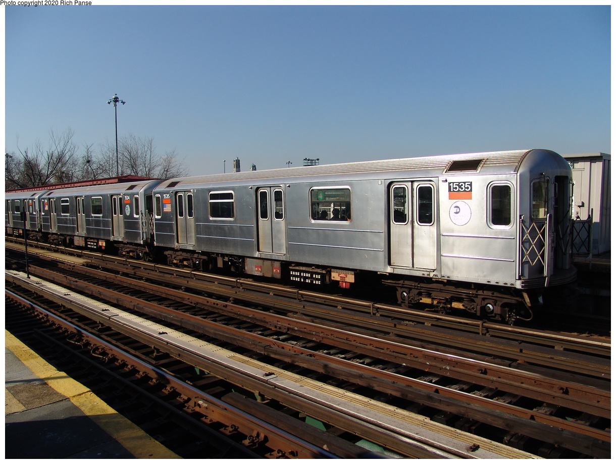 (239k, 1044x788)<br><b>Country:</b> United States<br><b>City:</b> New York<br><b>System:</b> New York City Transit<br><b>Line:</b> IRT Woodlawn Line<br><b>Location:</b> Bedford Park Boulevard <br><b>Route:</b> 4<br><b>Car:</b> R-62 (Kawasaki, 1983-1985)  1535 <br><b>Photo by:</b> Richard Panse<br><b>Date:</b> 1/24/2006<br><b>Viewed (this week/total):</b> 0 / 3049