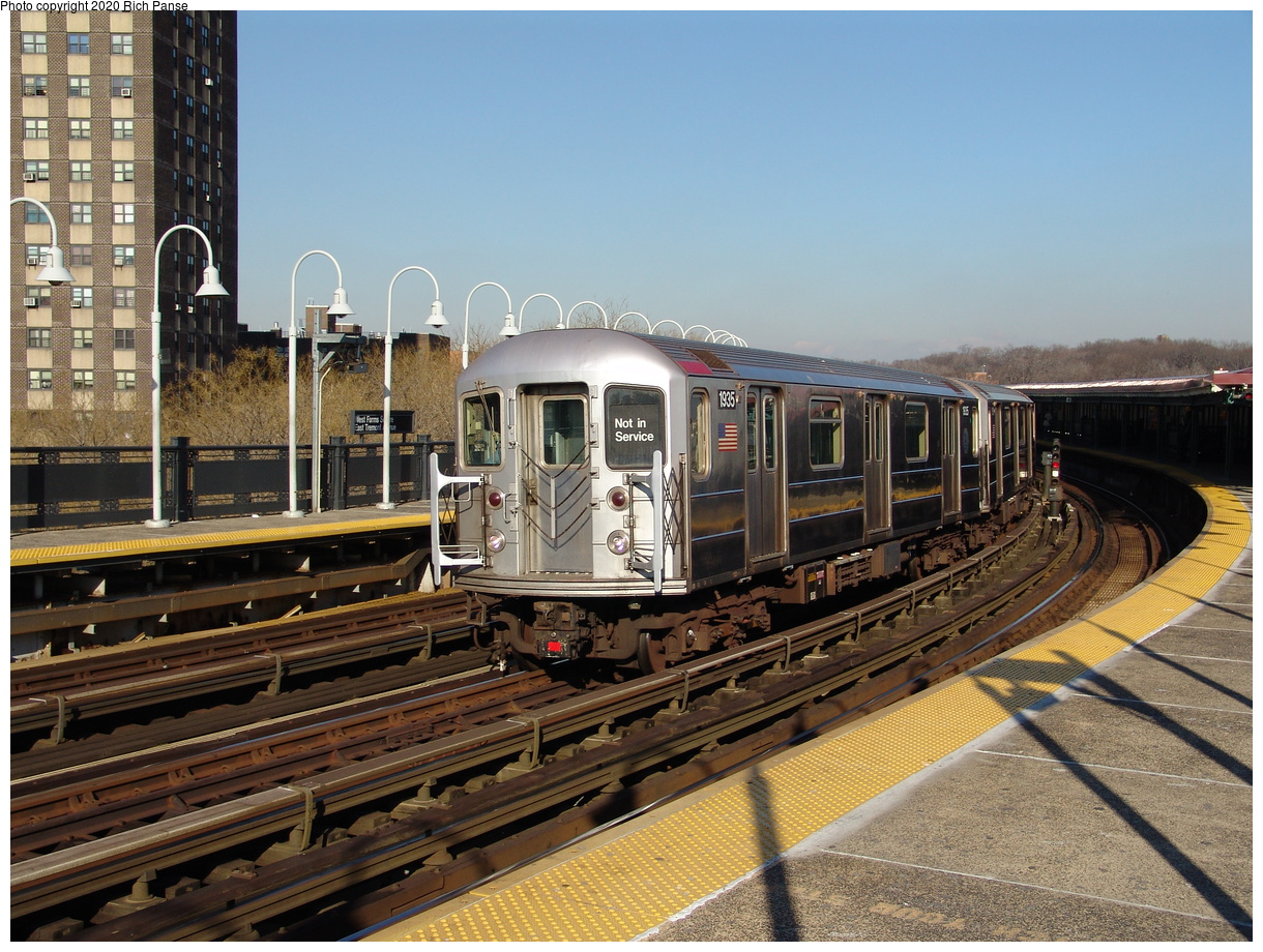 (275k, 1044x788)<br><b>Country:</b> United States<br><b>City:</b> New York<br><b>System:</b> New York City Transit<br><b>Line:</b> IRT White Plains Road Line<br><b>Location:</b> West Farms Sq./East Tremont Ave./177th St. <br><b>Route:</b> 2<br><b>Car:</b> R-62A (Bombardier, 1984-1987)  1935 <br><b>Photo by:</b> Richard Panse<br><b>Date:</b> 1/24/2006<br><b>Viewed (this week/total):</b> 2 / 4183