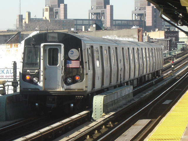 (64k, 640x480)<br><b>Country:</b> United States<br><b>City:</b> New York<br><b>System:</b> New York City Transit<br><b>Line:</b> BMT Nassau Street/Jamaica Line<br><b>Location:</b> Kosciuszko Street <br><b>Car:</b> R-143 (Kawasaki, 2001-2002)  <br><b>Photo by:</b> DeAndre Burrell<br><b>Date:</b> 1/27/2006<br><b>Notes:</b> R143 train testing on middle track at Kosciuszko St.<br><b>Viewed (this week/total):</b> 0 / 3648