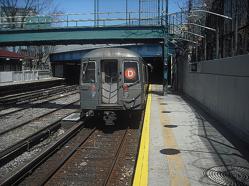 (179k, 800x600)<br><b>Country:</b> United States<br><b>City:</b> New York<br><b>System:</b> New York City Transit<br><b>Line:</b> BMT Sea Beach Line<br><b>Location:</b> 86th Street <br><b>Route:</b> D reroute,<br><b>Car:</b> R-68/R-68A Series (Number Unknown)  <br><b>Photo by:</b> Alize Jarrett<br><b>Date:</b> 4/10/2010<br><b>Viewed (this week/total):</b> 0 / 667