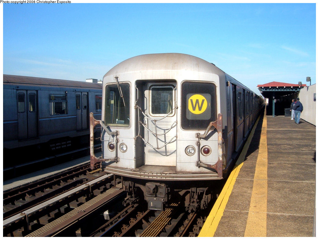 (193k, 1044x788)<br><b>Country:</b> United States<br><b>City:</b> New York<br><b>System:</b> New York City Transit<br><b>Line:</b> BMT Astoria Line<br><b>Location:</b> 39th/Beebe Aves. <br><b>Route:</b> W<br><b>Car:</b> R-40M (St. Louis, 1969)   <br><b>Photo by:</b> Christopher Esposito<br><b>Date:</b> 10/28/2004<br><b>Viewed (this week/total):</b> 1 / 2525