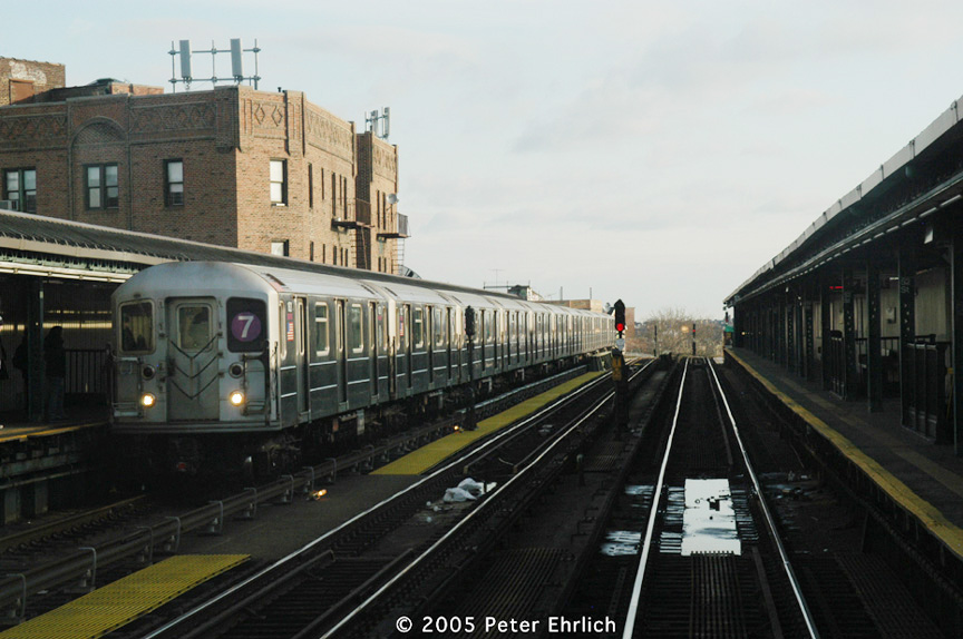 (167k, 864x574)<br><b>Country:</b> United States<br><b>City:</b> New York<br><b>System:</b> New York City Transit<br><b>Line:</b> IRT Flushing Line<br><b>Location:</b> 52nd Street/Lincoln Avenue <br><b>Route:</b> 7<br><b>Car:</b> R-62A (Bombardier, 1984-1987)  1821 <br><b>Photo by:</b> Peter Ehrlich<br><b>Date:</b> 12/30/2005<br><b>Viewed (this week/total):</b> 4 / 1901