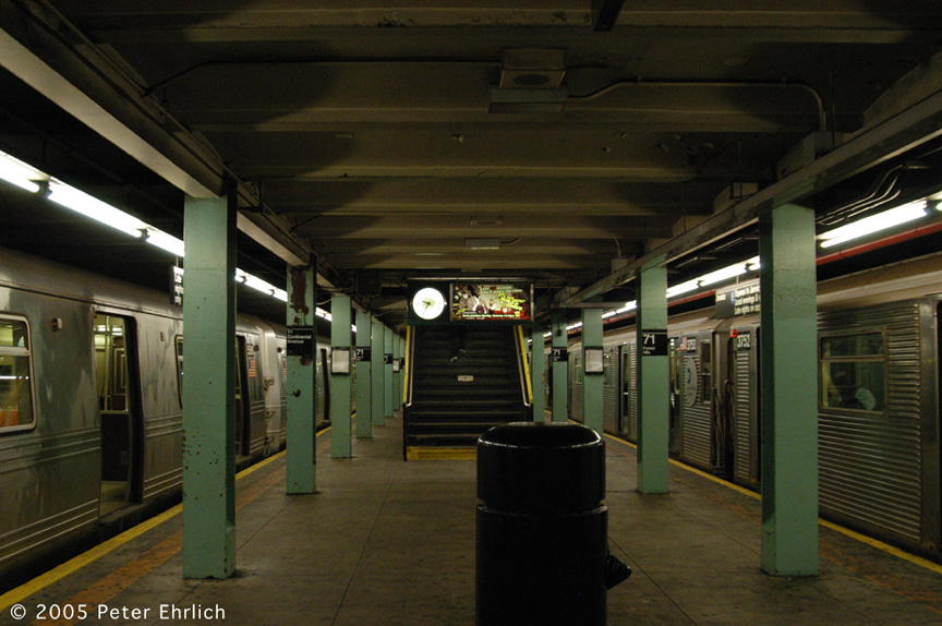 (194k, 864x574)<br><b>Country:</b> United States<br><b>City:</b> New York<br><b>System:</b> New York City Transit<br><b>Line:</b> IND Queens Boulevard Line<br><b>Location:</b> 71st/Continental Aves./Forest Hills <br><b>Route:</b> F<br><b>Car:</b> R-46 (Pullman-Standard, 1974-75) 5580 <br><b>Photo by:</b> Peter Ehrlich<br><b>Date:</b> 12/30/2005<br><b>Notes:</b> With R32 3752 on E.<br><b>Viewed (this week/total):</b> 0 / 3758