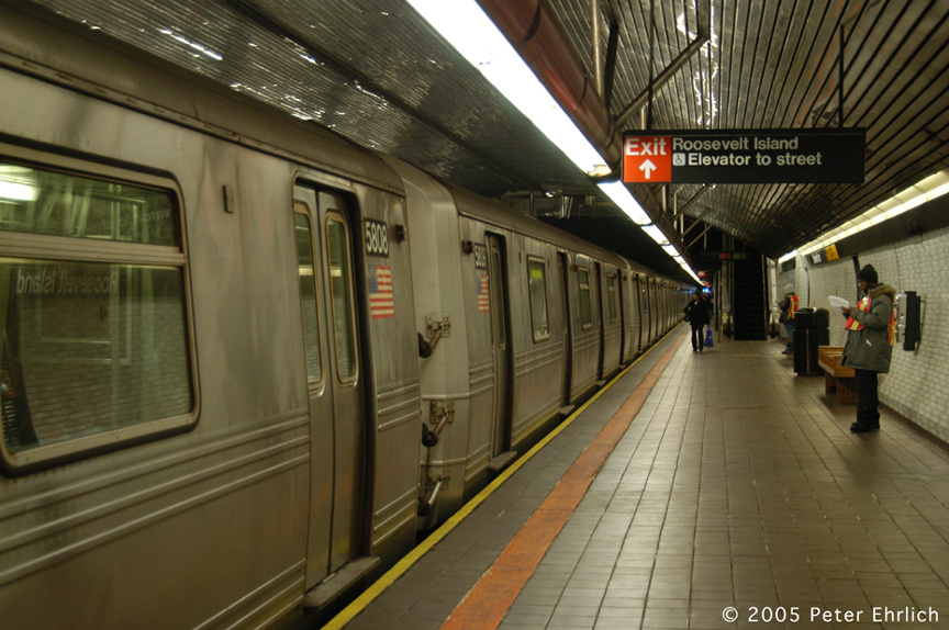 (196k, 864x574)<br><b>Country:</b> United States<br><b>City:</b> New York<br><b>System:</b> New York City Transit<br><b>Line:</b> IND 63rd Street<br><b>Location:</b> Roosevelt Island <br><b>Route:</b> F<br><b>Car:</b> R-46 (Pullman-Standard, 1974-75) 5808 <br><b>Photo by:</b> Peter Ehrlich<br><b>Date:</b> 12/30/2005<br><b>Viewed (this week/total):</b> 0 / 4447