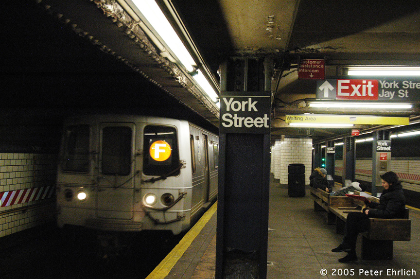 (258k, 864x574)<br><b>Country:</b> United States<br><b>City:</b> New York<br><b>System:</b> New York City Transit<br><b>Line:</b> IND 6th Avenue Line<br><b>Location:</b> York Street <br><b>Route:</b> F<br><b>Car:</b> R-46 (Pullman-Standard, 1974-75) 5880 <br><b>Photo by:</b> Peter Ehrlich<br><b>Date:</b> 12/30/2005<br><b>Viewed (this week/total):</b> 4 / 3598