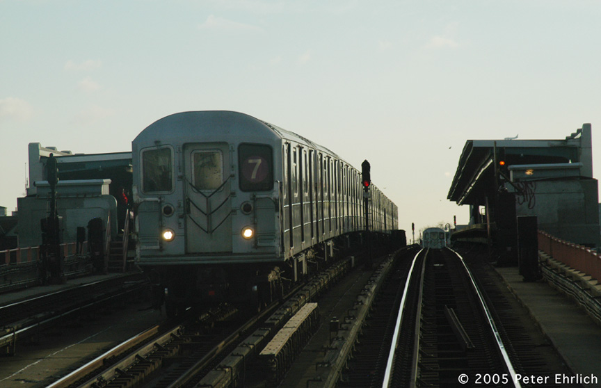 (125k, 864x558)<br><b>Country:</b> United States<br><b>City:</b> New York<br><b>System:</b> New York City Transit<br><b>Line:</b> IRT Flushing Line<br><b>Location:</b> 40th Street/Lowery Street <br><b>Route:</b> 7<br><b>Car:</b> R-62A (Bombardier, 1984-1987)   <br><b>Photo by:</b> Peter Ehrlich<br><b>Date:</b> 12/30/2005<br><b>Viewed (this week/total):</b> 0 / 2230