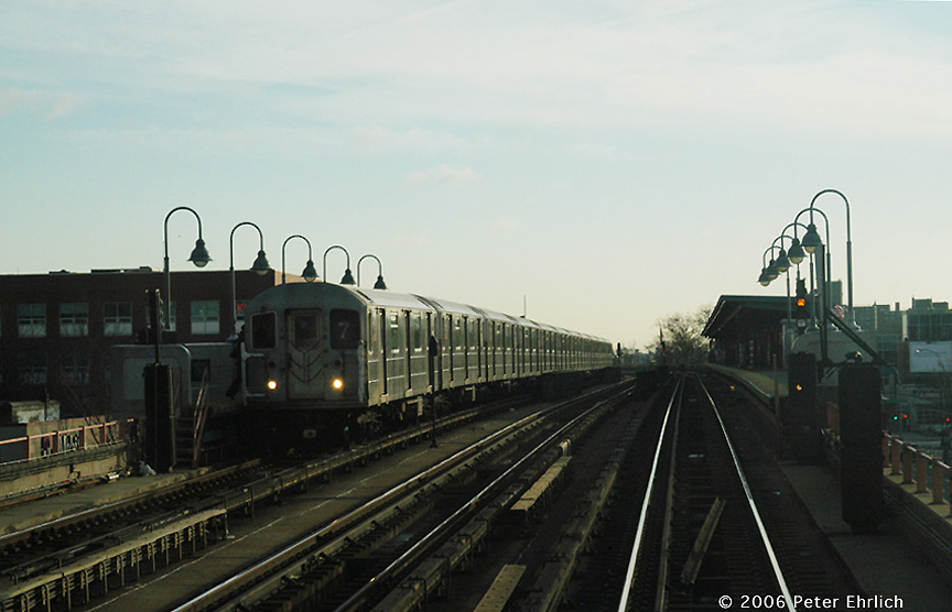 (141k, 864x556)<br><b>Country:</b> United States<br><b>City:</b> New York<br><b>System:</b> New York City Transit<br><b>Line:</b> IRT Flushing Line<br><b>Location:</b> 46th Street/Bliss Street <br><b>Route:</b> 7<br><b>Car:</b> R-62A (Bombardier, 1984-1987)   <br><b>Photo by:</b> Peter Ehrlich<br><b>Date:</b> 12/30/2005<br><b>Viewed (this week/total):</b> 0 / 1478