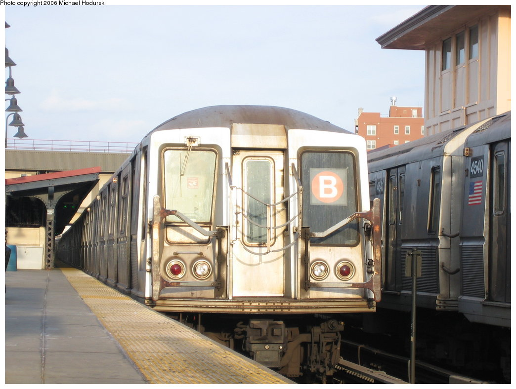 (162k, 1044x788)<br><b>Country:</b> United States<br><b>City:</b> New York<br><b>System:</b> New York City Transit<br><b>Line:</b> BMT Brighton Line<br><b>Location:</b> Brighton Beach <br><b>Route:</b> B<br><b>Car:</b> R-40 (St. Louis, 1968)   <br><b>Photo by:</b> Michael Hodurski<br><b>Date:</b> 3/10/2006<br><b>Viewed (this week/total):</b> 0 / 2469