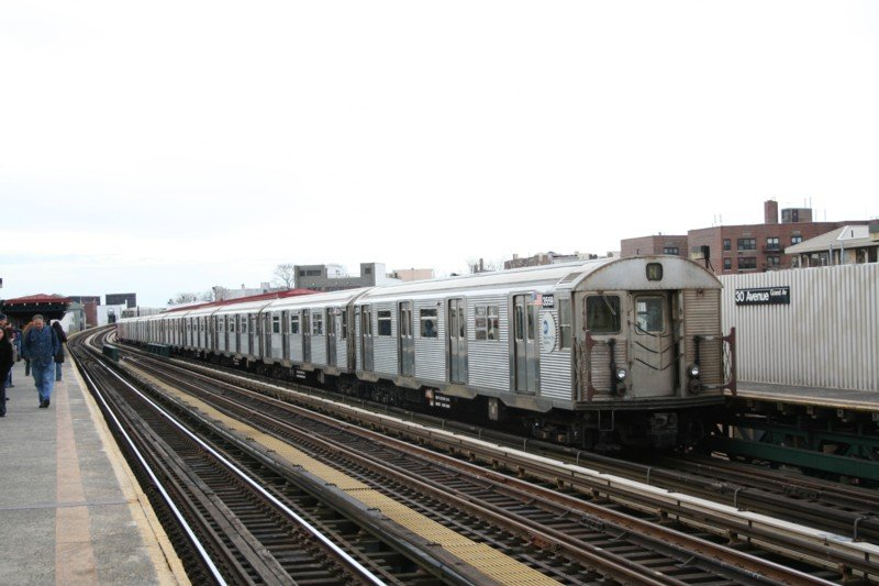 (77k, 800x533)<br><b>Country:</b> United States<br><b>City:</b> New York<br><b>System:</b> New York City Transit<br><b>Line:</b> BMT Astoria Line<br><b>Location:</b> 30th/Grand Aves. <br><b>Route:</b> N<br><b>Car:</b> R-32 (Budd, 1964)  3559 <br><b>Photo by:</b> Neil Feldman<br><b>Date:</b> 3/24/2006<br><b>Viewed (this week/total):</b> 8 / 2204